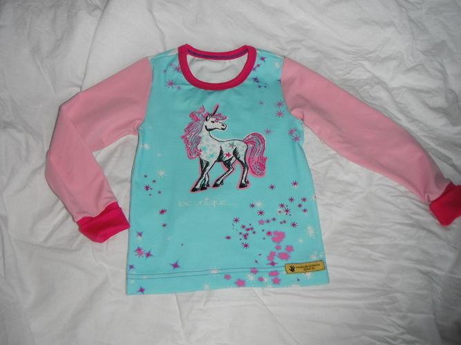 Makerist - Langarm  Einhorn Shirt in Gr. 110 mit Cover- und Overlock  - Nähprojekte - 1