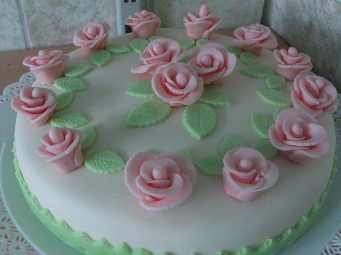 rosen torte fondant beliebte rezepte von urlaub kuchen foto blog. Black Bedroom Furniture Sets. Home Design Ideas