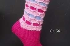 Makerist - farbenfrohe Socken mit Wabenmuster - 1