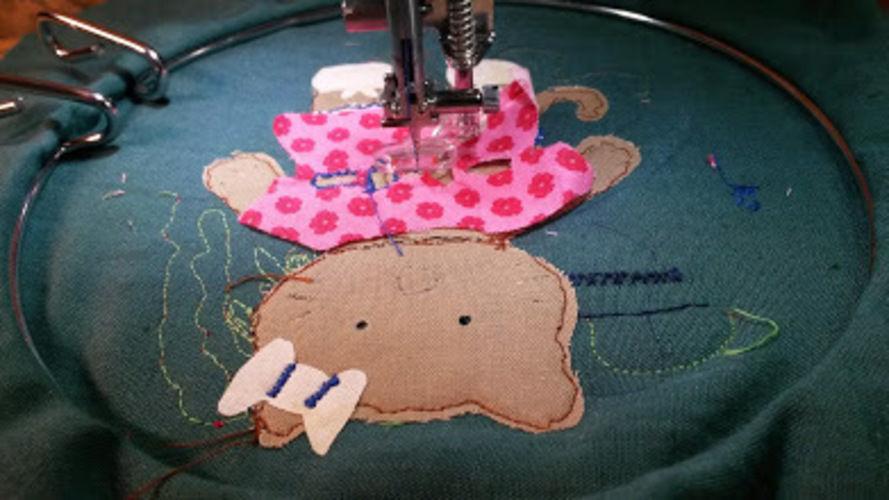 Makerist - Malen mit der Nähmaschine Katzi auf das Lätzchen. - Nähprojekte - 2