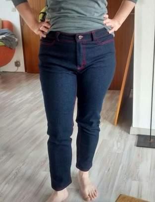 Makerist - Jeans mit roten Ziernähten, Schnitt selbst entworfen - 1