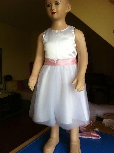 Makerist - Blumenmädchenkleid  zur Hochzeit unserer Tochter  für unsere Enkeltöchter - Nähprojekte - 2