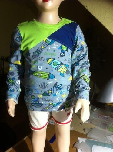 Makerist - Langarmshirt mit asymetrischem Vorderteil  Für meinen Enkel ( 5 Jahre) - Nähprojekte - 2