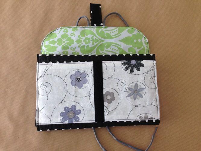 """Makerist - Kulturtasche """" Hanging 3 """" aus Baumwolle und Wachstischdecke für meine Mum, da Sie gerne reist und nicht immer Platz hat zum abstellen der Kulturtasche - Nähprojekte - 1"""