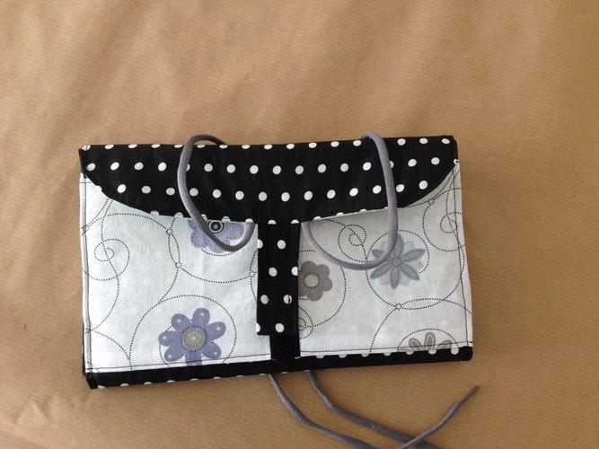 """Makerist - Kulturtasche """" Hanging 3 """" aus Baumwolle und Wachstischdecke für meine Mum, da Sie gerne reist und nicht immer Platz hat zum abstellen der Kulturtasche - Nähprojekte - 2"""