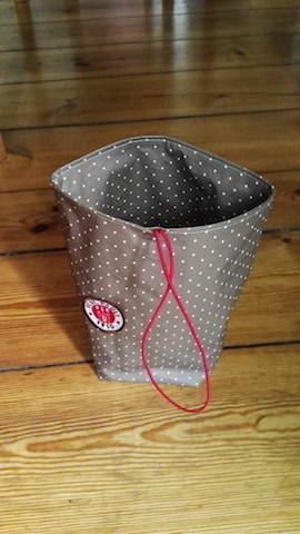 Makerist - Lunchbag für St. Pauli Fans, hergestellt aus Wachstuch in Paulifarbe braun weiß - 1