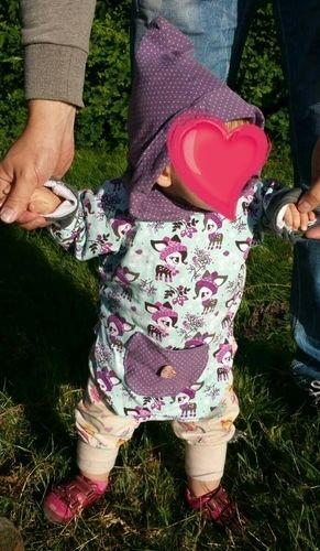 Makerist - Süßer Jersey PulliPoncho mit Kapuze und aufgesetzter Tasche für meine fast 1Jährige Tochter  - Nähprojekte - 2