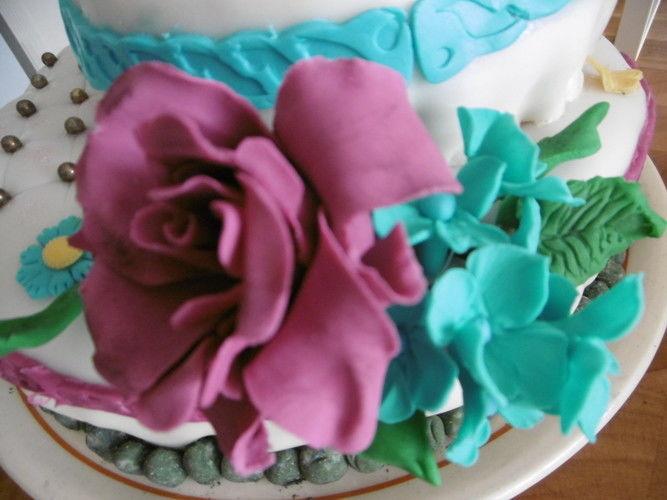 Makerist - Geburtstagstorte für die Tochter, selbst gefertigte Blüten und andere Dekoelemente  - Torten, Cake Pops und Cupcakes - 2