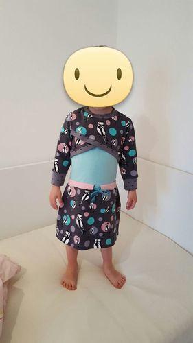 Makerist - Sportyshirt  es ist aus Jersey und dem supertollen pikus stoff.  😍 es ist ein Kleid für meine jüngste Tochter.   - Nähprojekte - 1