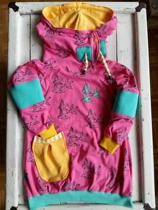 Makerist - Eine Schwalbe allein macht noch keine Schwester - Jersey Kombi für die Große und die bald neue Babyschwester - 1