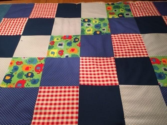 Makerist - Spieldecke für mein Fritzchen aus feinen Baumwollstoffen (Reste) - Patchwork-Projekte - 1