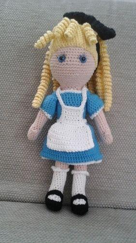 Makerist - Lola Lockenkopf im Wonderland-Outfit  - Häkelprojekte - 1