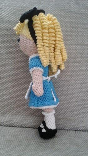 Makerist - Lola Lockenkopf im Wonderland-Outfit  - Häkelprojekte - 2