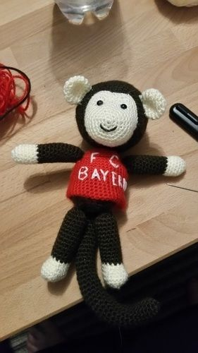 Makerist - FCB-Fan-Äffchen - Häkelprojekte - 1