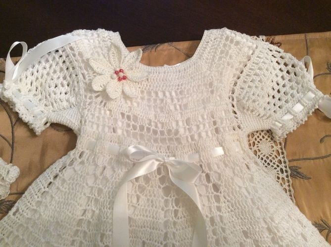Makerist - poinsettia christening gown, hat and headband - Crochet Showcase - 3