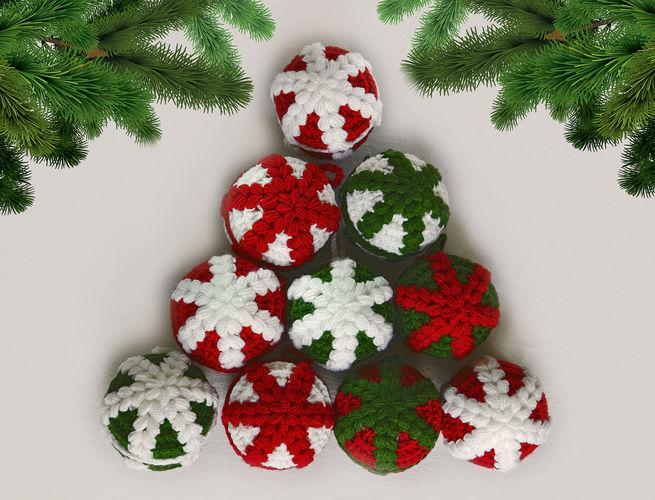Makerist - Weihnachtskugeln mit einer Schneeflocke - Häkelprojekte - 1