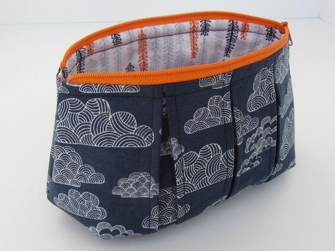 Makerist - Faltschick Täschchen mit blauem Wolkenstoff - Nähprojekte - 1