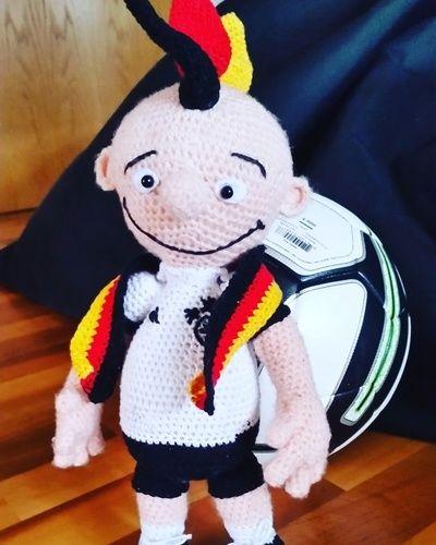 """Makerist - """"GER-MANY"""" EM-Glücksbringer-Maskottchen den ich für meinen Sohn zur Fußball EM 2016 gehäkelt habe  - Häkelprojekte - 1"""