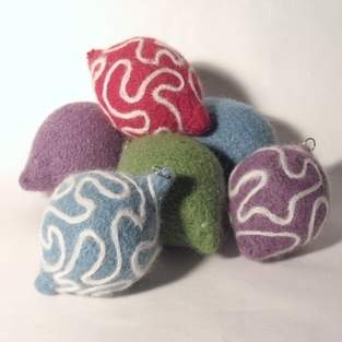 Makerist - Needle felted Christmas Baubles - 1