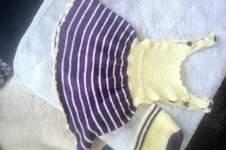 Makerist - Trägerkleidchen lila gelb mit mütze - 1