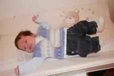 Makerist - Petit Gilet  Bébé sans manches croisé sur la poitrine tricoter au point mousse . taille 1 mois - 1