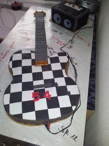 Makerist - E-Gitarren Torte in Originalgröße  - Torten, Cake Pops und Cupcakes - 1