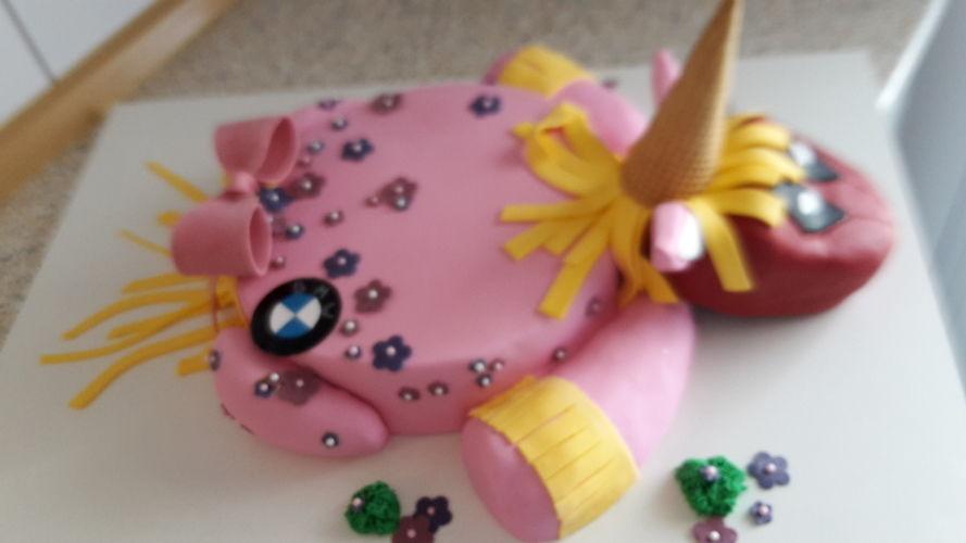 Makerist - Deadpool-Einhorn-Torte - Torten, Cake Pops und Cupcakes - 2