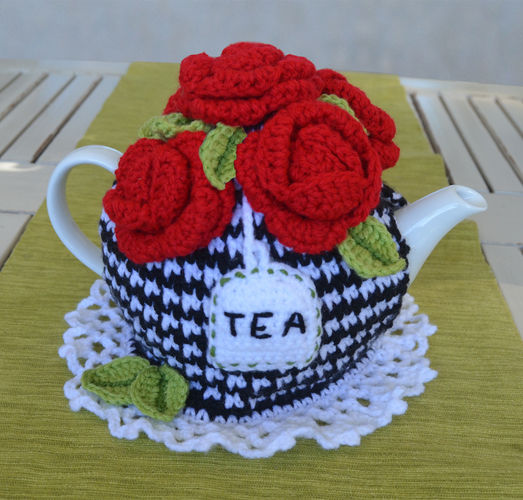 Makerist - 5 Red Roses Tea Cosy - Crochet Showcase - 1