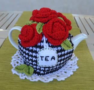 Makerist - 5 Red Roses Tea Cosy - 1