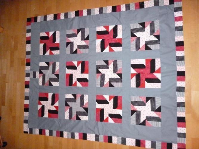 Makerist - Decke in Grau-Weiß-Schwarz-Rot - Patchwork-Projekte - 1