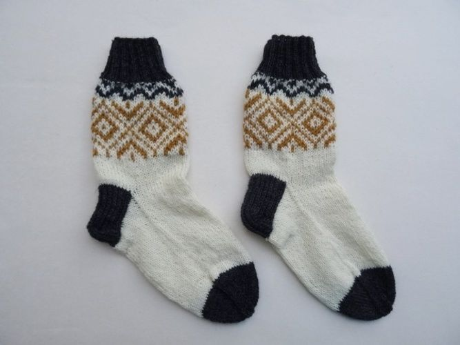 Makerist - Socken mit goldenem Norwegermuster - Strickprojekte - 3