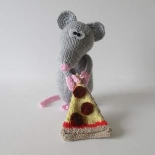 Makerist - Pepperoni the Rat - 1