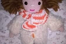 Makerist - das ist Klara mit dickem Mantel und Schal - 1