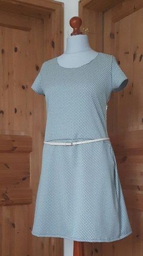 Makerist - Kleid aus Jacquard nach dem Schnitt Frau Fannie von Fritzi Schnittreif - Nähprojekte - 1