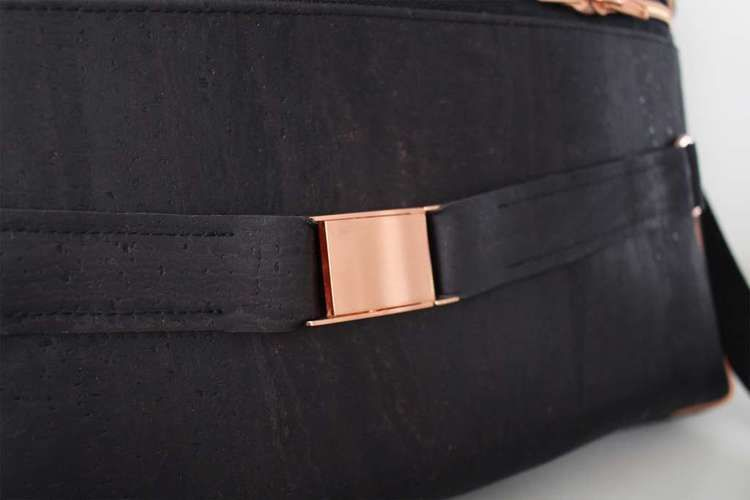 Makerist - Doctor's Bag Billy aus schwarzem Korkstoff und Kupferelementen - Nähprojekte - 3