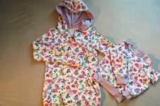 Makerist - Hoodie im Partnerlook aus Sweat mit frühlingshaften Schmetterlingen für mich und meine 2-jährige Tochter - 1