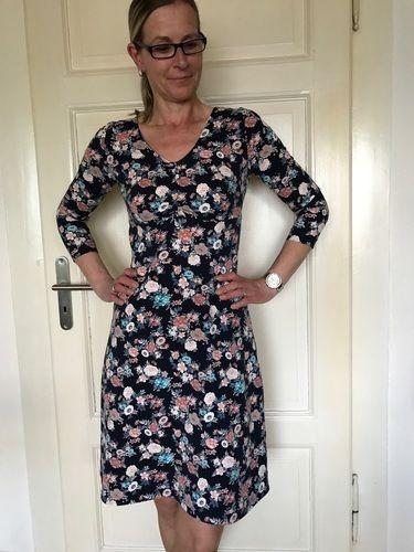 Makerist - Kleid von Rosa P. Ein Kleid vier Styles aus Baumwolljersey mit gerafftem Ausschnitt für mich. - Nähprojekte - 2