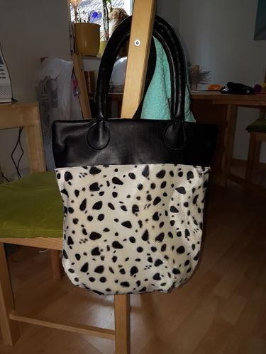 Makerist - Die Muuuuuh Tasche. Aus kunstfell und lederimitat. Für meine Cousine sie voll auf Kühe steht  - Nähprojekte - 1