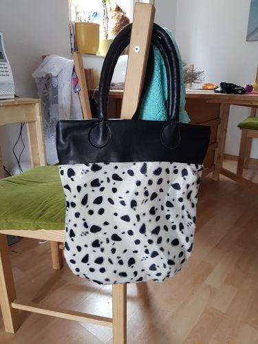 Makerist - Die Muuuuuh Tasche. Aus kunstfell und lederimitat. Für meine Cousine sie voll auf Kühe steht  - Nähprojekte - 2