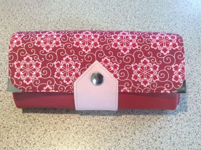 Makerist - Geldbörse Ruby. Sie besteht aus echtem Leder und Baumwolle im Oberstoff und ist für mich gedacht. - Nähprojekte - 1