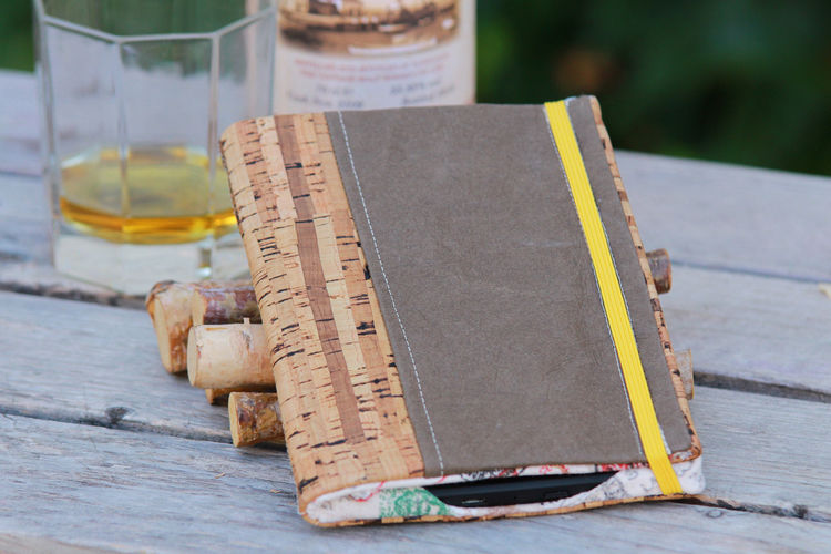 Makerist - Hülle für E-Reader oder Tablet aus Kork, SnapPap und Canvas mit Handschlaufe - Nähprojekte - 1