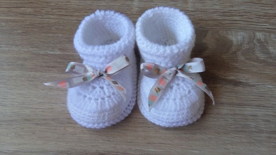 Makerist - Chausson bébé fille 0/3 mois et son petit noeud ruban - Créations de crochet - 1
