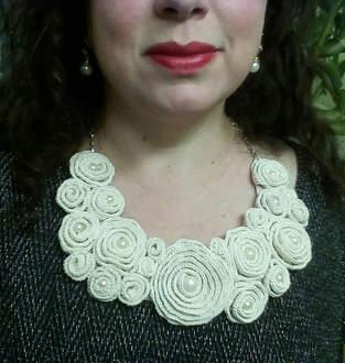 Makerist - Bib Flower Collar - 1