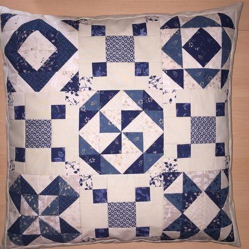 Makerist - Sampler - Kissen mit Mustern aus  Halbquadrat-Dreiecken - Patchwork-Projekte - 1
