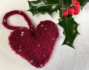 Makerist - Beaded Christmas Heart Tree Decoration in Sirdar Moonstone Aran - 1