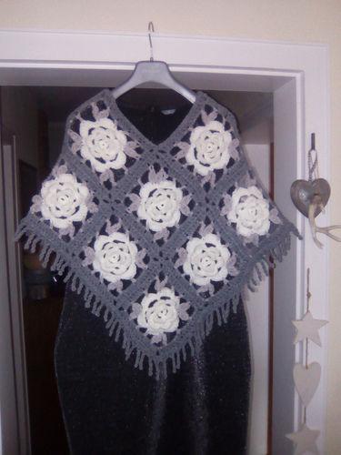 Makerist - Rosen Granny Poncho - Häkelprojekte - 1