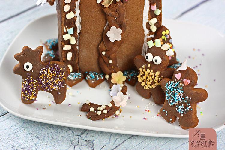Makerist - Ein Lebkuchen-Rapunzel-Turm für die Sendung mit der Maus! - Torten, Cake Pops und Cupcakes - 2