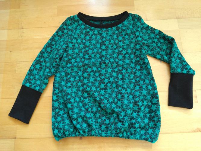 Makerist - Shirt relax.me in Jacquard grüne Sterne - Nähprojekte - 1