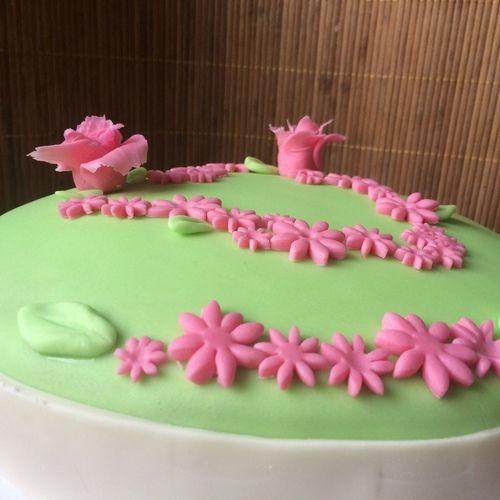Makerist - Fondant Herz- Wiese - Torten, Cake Pops und Cupcakes - 3