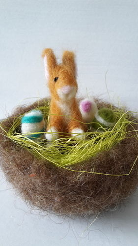 Makerist - Osterhasennest mit drei bunten Eiern, nadelgefilzt - Filzprojekte - 1